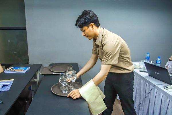 sinh viên cet thực hành nghiệp vụ