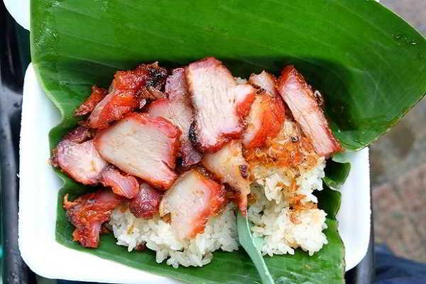 xôi xá xíu theo phong cách ẩm thực Việt