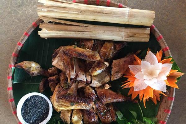 gà nướng ống tre ăn kèm cơm lam