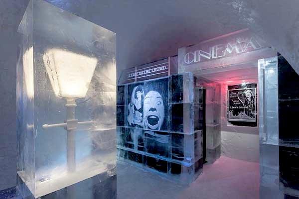 Rạp chiếu phim từ băng tuyết