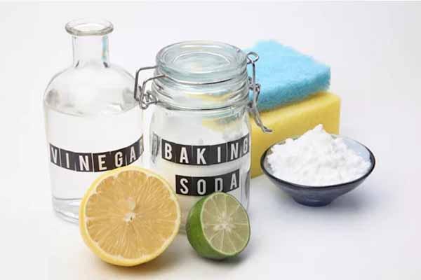 baking soda hay chanh đều có tác dụng đánh bay vết bẩn