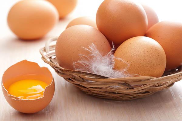 cách phân biệt trứng cũ và mới