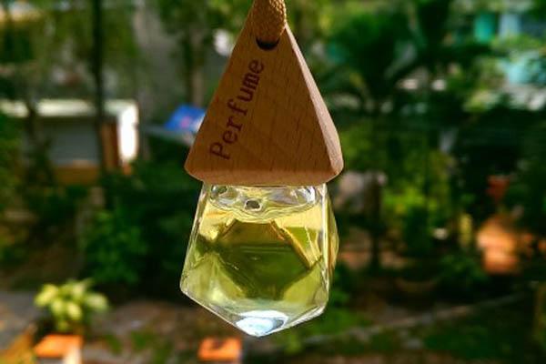 dùng tinh dầu thơm