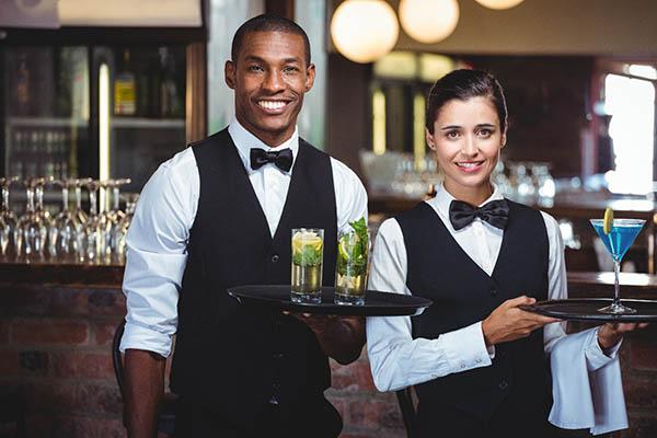 Nỗi lòng của nhân viên phục vụ nhà hàng khách sạn