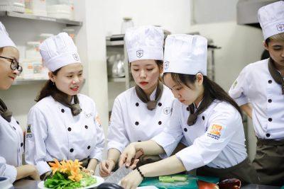 hình ảnh nghề đầu bếp thu nhập hàng nghìn đô