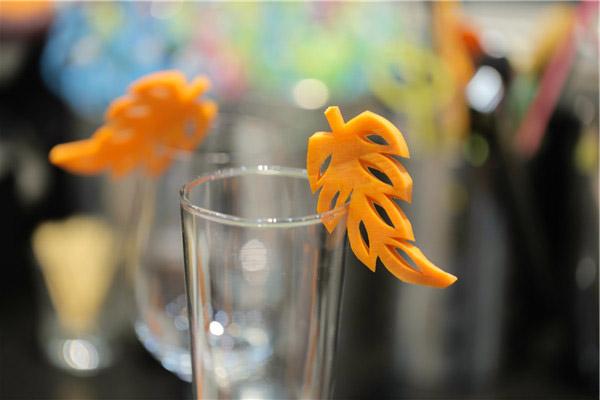 cách tỉa cà rốt thành chiếc lá