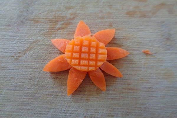 tỉa hoa hướng dương từ cà rốt