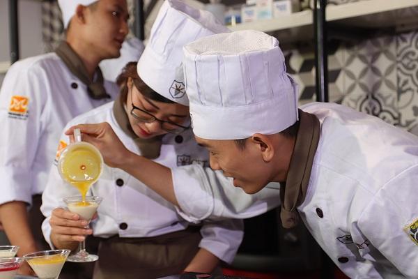 sinh viên học làm bánh có nhiều tương lai