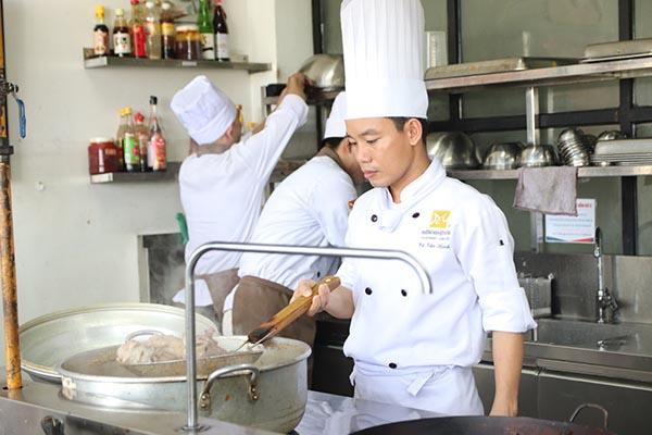 nhân lực nghề bếp giỏi tay nghề