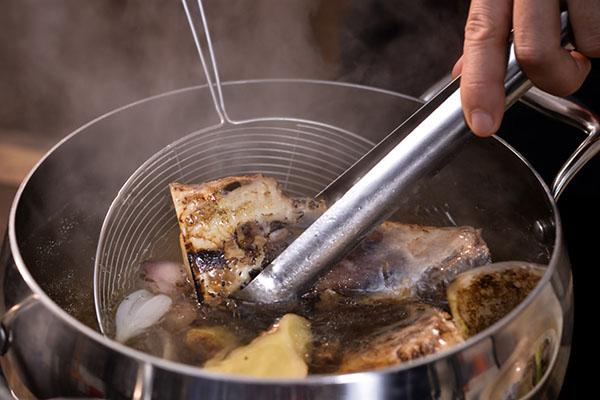 cách nấu nước dùng bằng xương heo