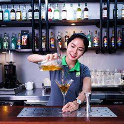 Học kỹ thuật pha chế đồ uống
