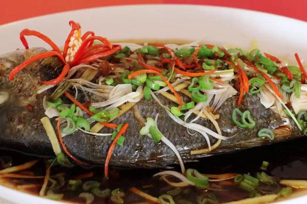 món cá hấp xì dầu