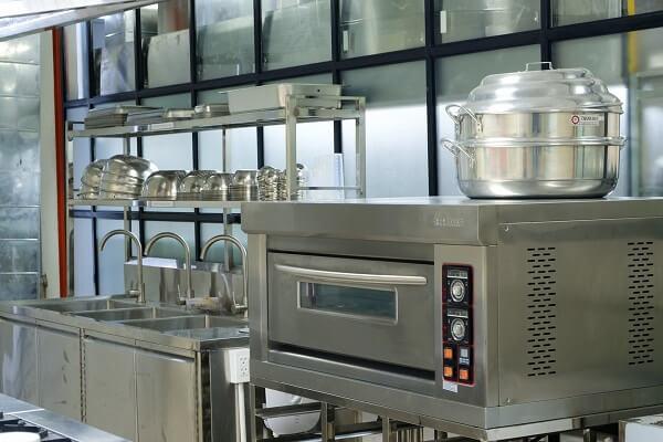 cơ sở vật chất tại CET bao gồm những thiết bị học nấu ăn chuyên nghiệp