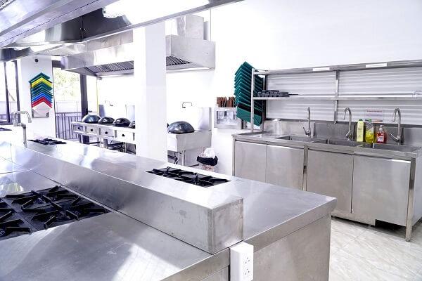 hình ảnh cơ sở vật chất lớp học nấu ăn tiêu chuẩn quốc tế hiện đại tại CET