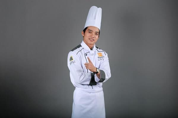 Thầy Bùi Tiến Dũng dạy nấu món Âu Á tại CET