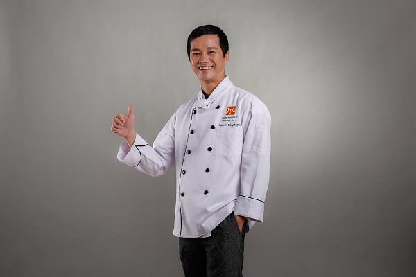 Thầy Nguyễn Công Thịnh dạy nấu món âu tại CET
