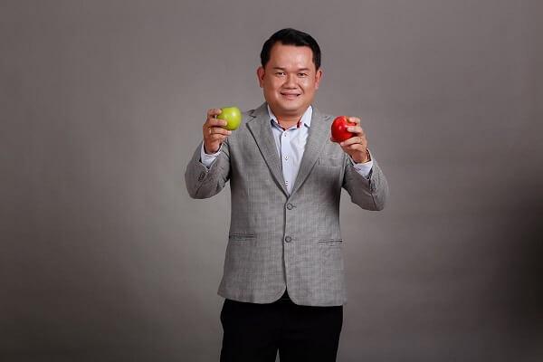 Thầy Nguyễn Huỳnh Vi Vương giảng viên bếp nóng tại CET