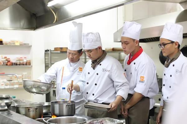 đào tạo nấu ăn tại CET