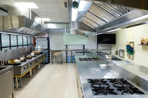hình ảnh phòng học nấu món âu trường CET