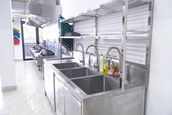 hình ảnh thiết bị nấu ăn đầy đủ tiện nghi tại CET
