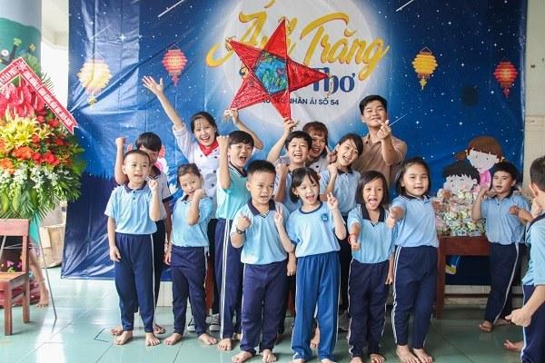 Ánh Trăng Tuổi Thơ là chương trình ý nghĩa dành cho các em nhỏ kém may mắn