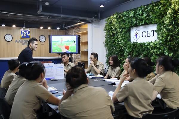 hình ảnh lớp học nghiệp vụ lễ tân tại CET
