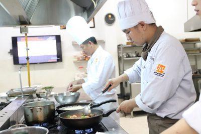 hình ảnh lớp học đầu bếp chuyên nghiệp tại CET