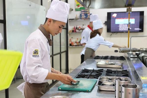 hình ảnh học trung cấp nấu ăn dể dàng tại cet