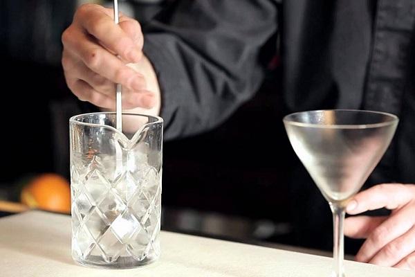 hình ảnh khuấy cho đến khi thành của Mixing Glass