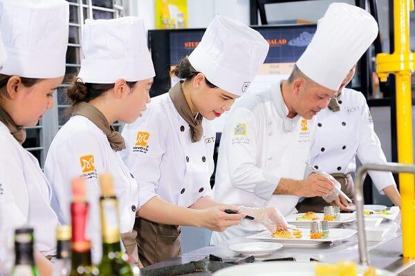 hình ảnh lớp học kỹ thuật chế biến món ăn tại trường trung cấp cet