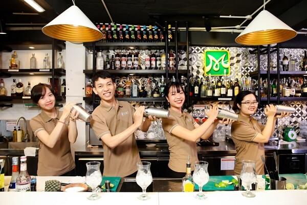 hình ảnh lớp học pha chế bartender tại CET