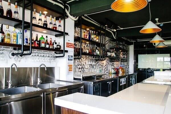 hình ảnh phòng học bartender tại CET