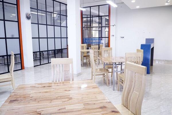 hình ảnh phong thực hành lớp học quản trị nhà hàng tại CET