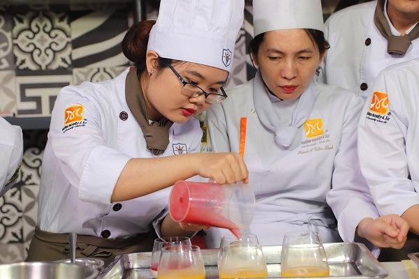 sự khéo léo có thể rèn luyện khi học làm bánh