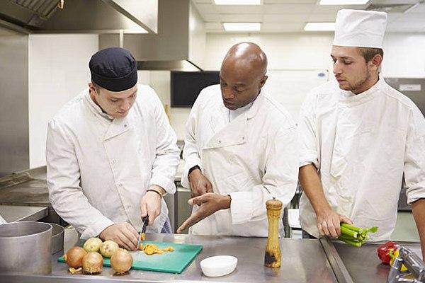 Tiếng Anh chuyên ngành bếp tại CET