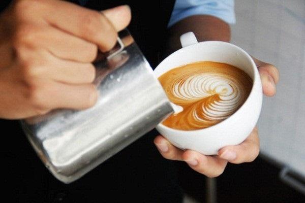 hình ảnh vẽ Latte Art theo cách rót tự do