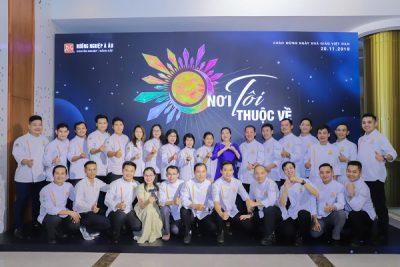 hình ảnh đội ngũ giảng viên bếp nóng của HNAAu và CET