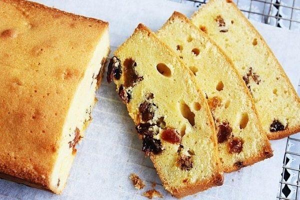 hình ảnh hạt trái cây bị dồn xuống dưới dáy bánh