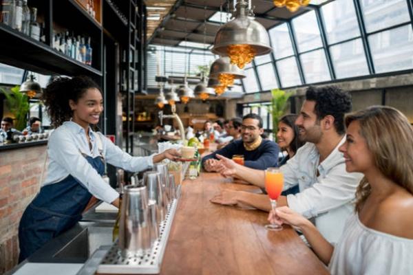 là một chuyên gia bartender phải biết khéo léo từ chối yêu cầu không phù hợp từ khách hàng