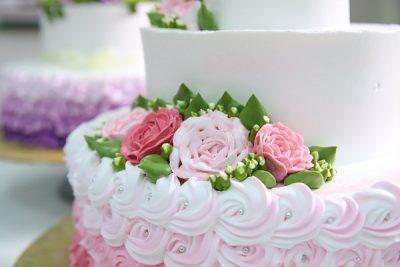 hình ảnh kỹ thuật bắt hoa hồng bánh kem