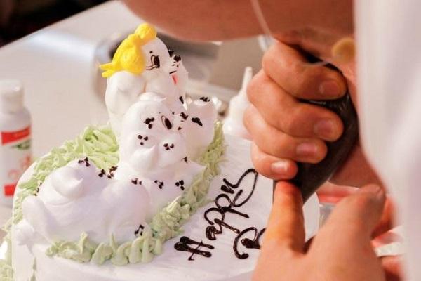 kỹ thuật viết chữ trên bánh kem