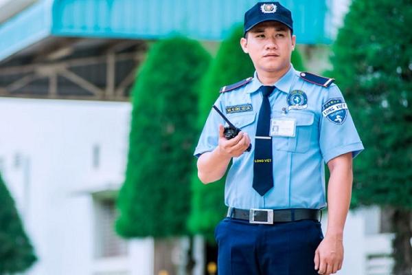 nhân viên bảo vệ