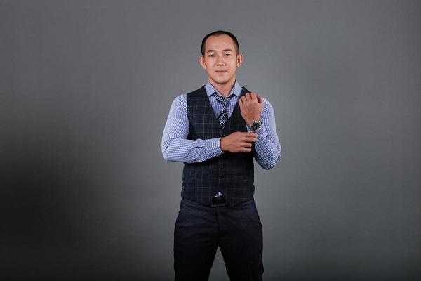 thầy Trương Thành Trung dạy pha chế tại trường trung cấp CET