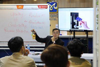 sinh viên CET được học tiếng anh chuyên ngành nhks kết hợp với chuyên môn
