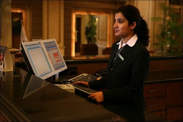 tình huống khó xử của lễ tân khách sạn