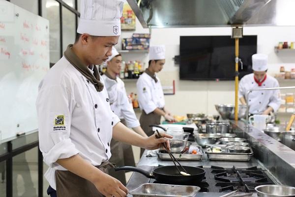 ngành kỹ thuật chế biến món ăn tại trường trung cấp nấu ăn CET